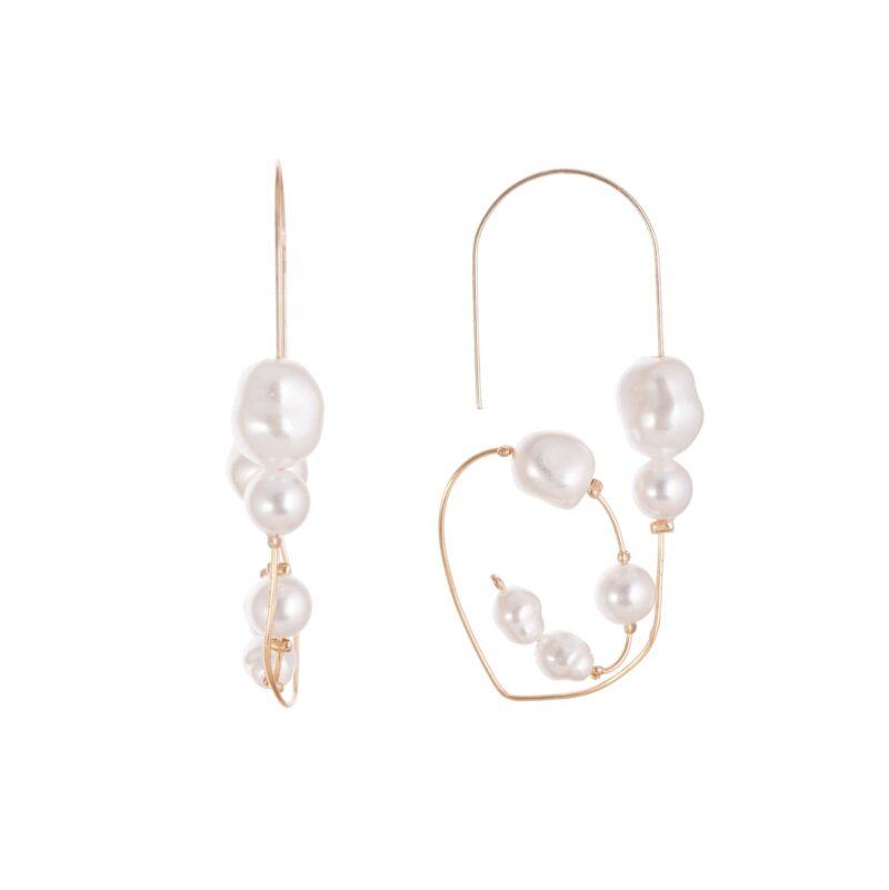 Pendientes de aleación en forma geométrica con perlas.