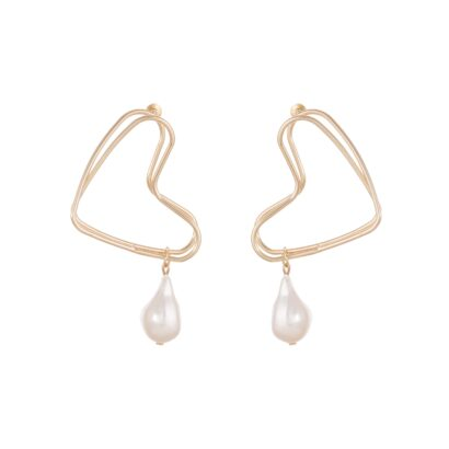 Pendiente geométrico en forma de corazón terminado en perla.