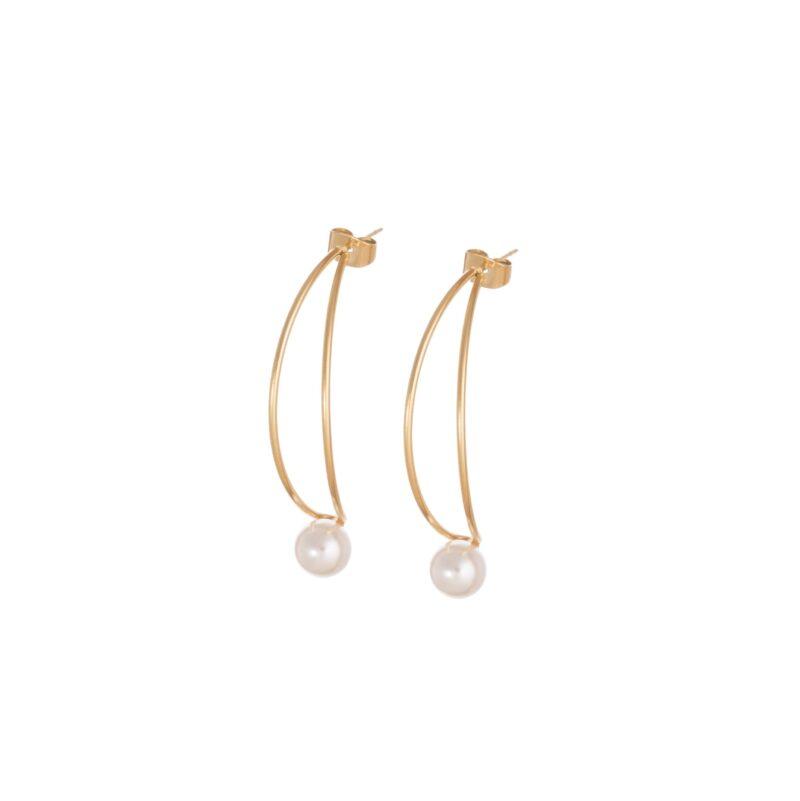 Aretes de perlas de acero inoxidable en forma de C.