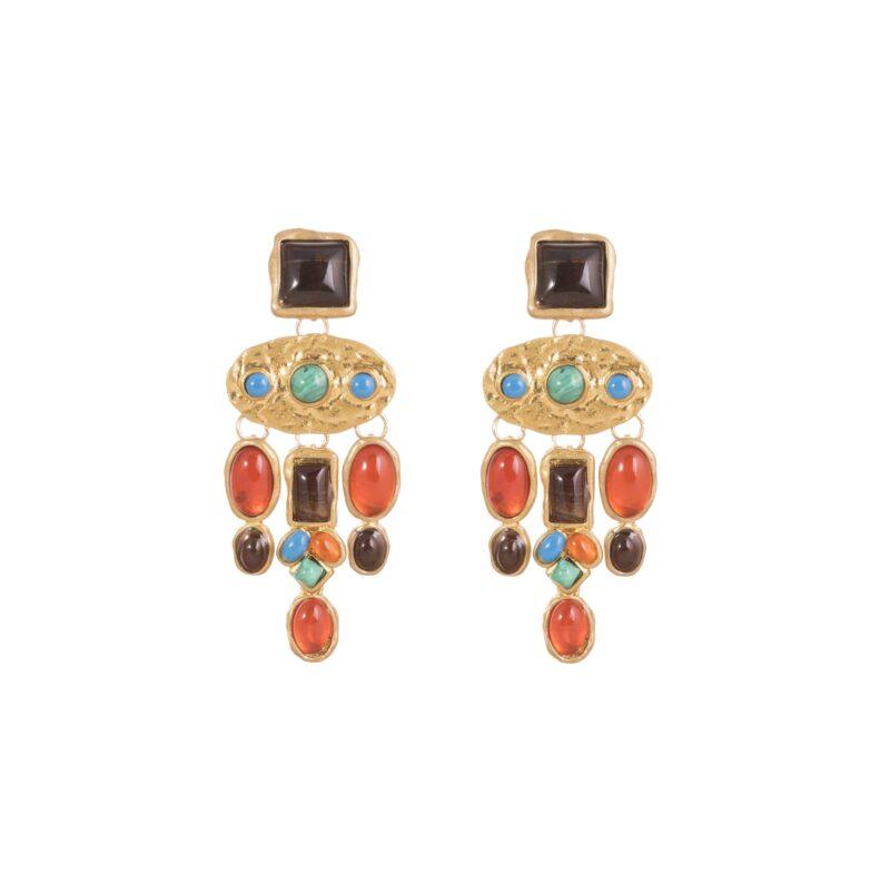 Pendientes largos estilo étnico con piedras de colores.
