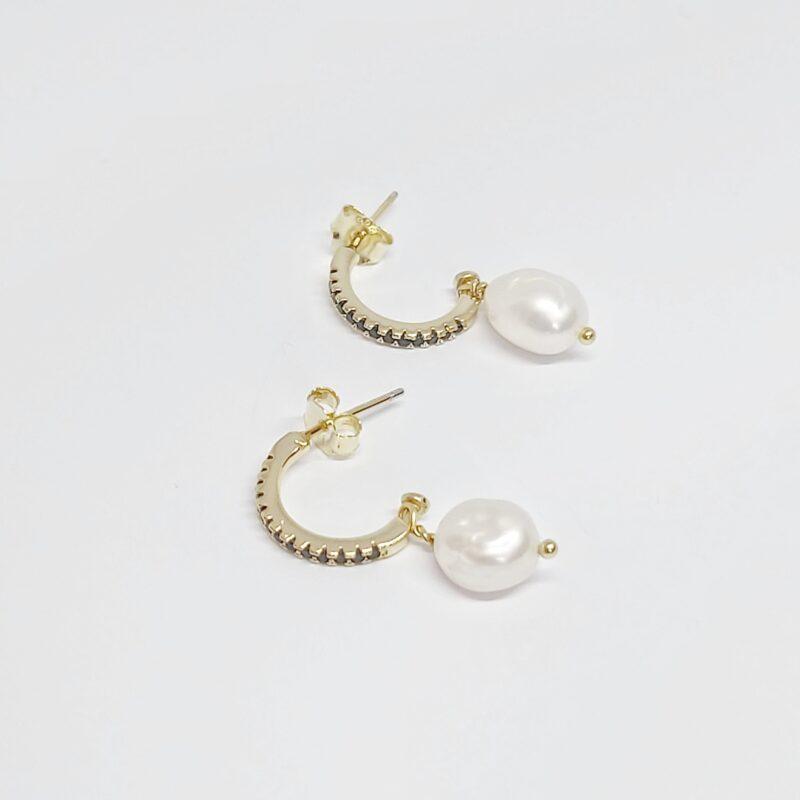 Aros Sevilla en plata de ley y baño de oro con perla cultivada y circonitas negras