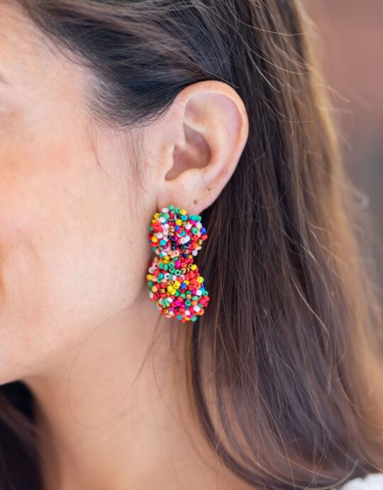 Pendientes de fiesta con doble bola de cristales multicolores.