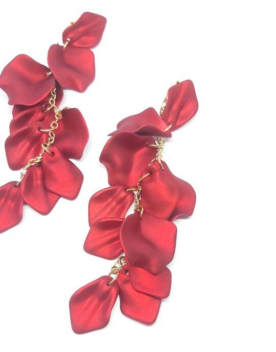 Pendientes de fiesta tamaño XXL en forma de cascada con pétalos color rojo.