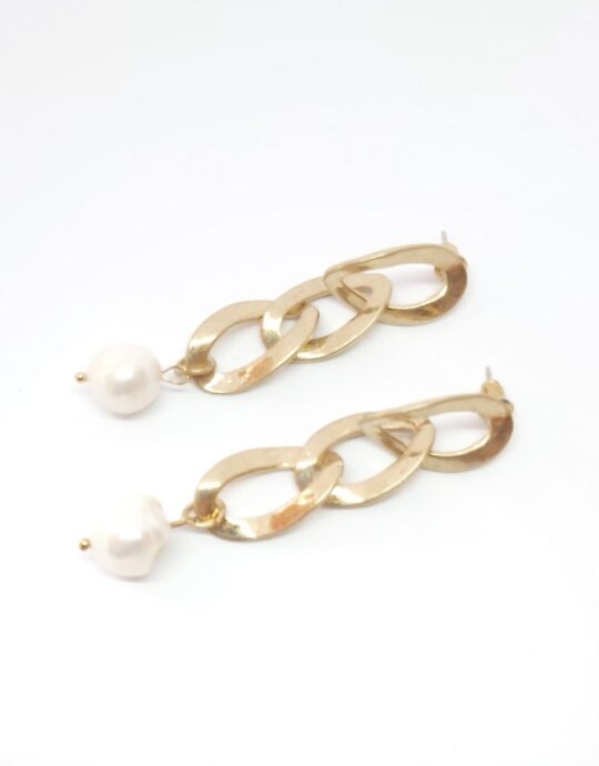 Pendientes Triana con forma de cadena dorada con perla.
