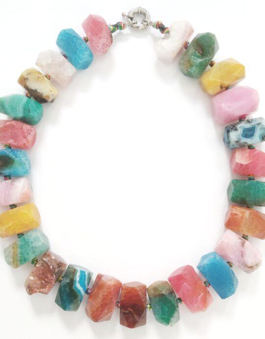 Collar Mykonos tamaño maxi en acero inoxidable con piedras de colores.