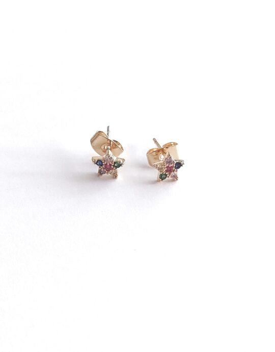 Minis en oro laminado con forma de estrella con circonitas de diferentes colores. Perfecto para piercings. Largo: 6 mm.